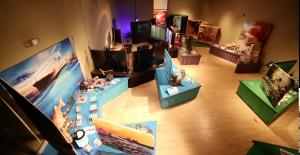 Boite Rouge vif - Exposition « Les envahisseurs sont là ! » Musée du Fjord © Musée du Fjord