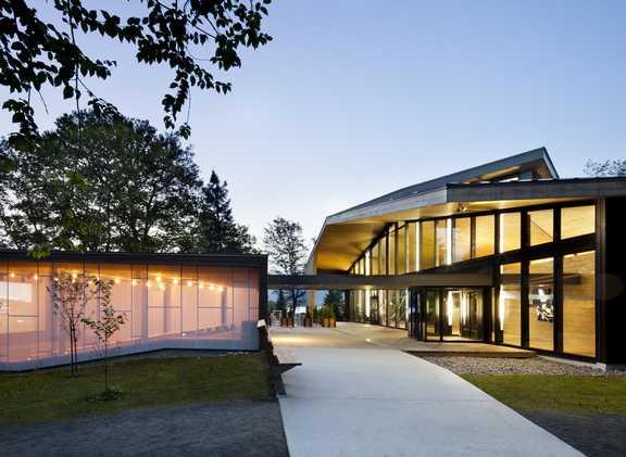 Le Centre de découverte comprend trois volumes distincts: un amphithéâtre, un bloc services et une aire de découverte. ©Stéphane Brugger