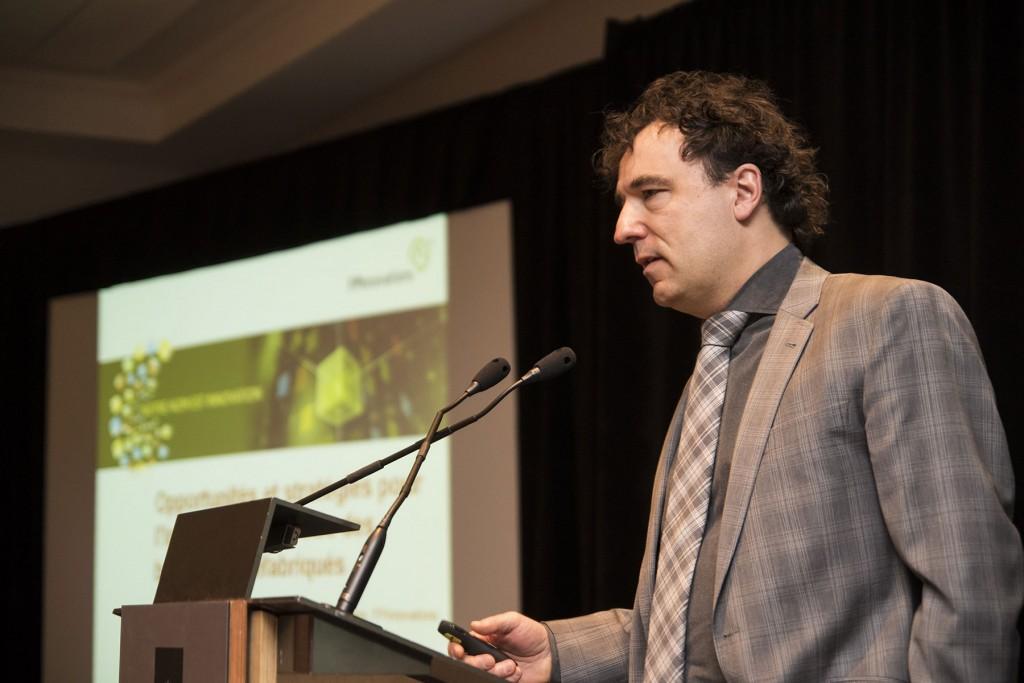 François Robichaud de FPInnovations présente les opportunités de marché pour l'industrie québécoise des bâtiments préfabriqués.