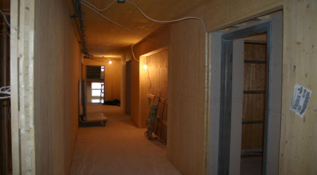 Environ 500 m3 de bois d'épinette noire sont contenus dans la structure de cet immeuble de 20 logements.