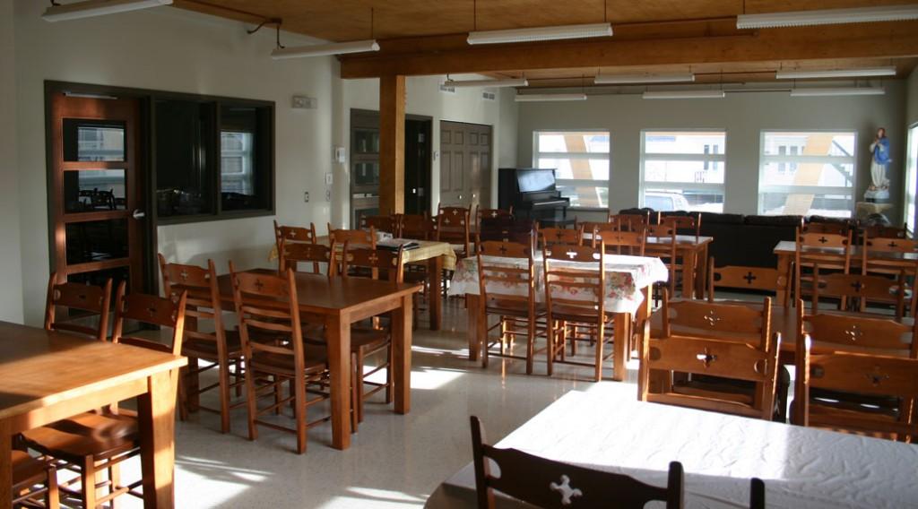 La salle à manger avec son plafond en CLT